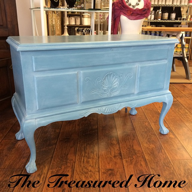 Just finished this custom piece for a customer! Painted with Amy Howard's One Step- Rugo and waxed with clear and white wax. She's a beauty! #custompaintjob #thetreasuredhome